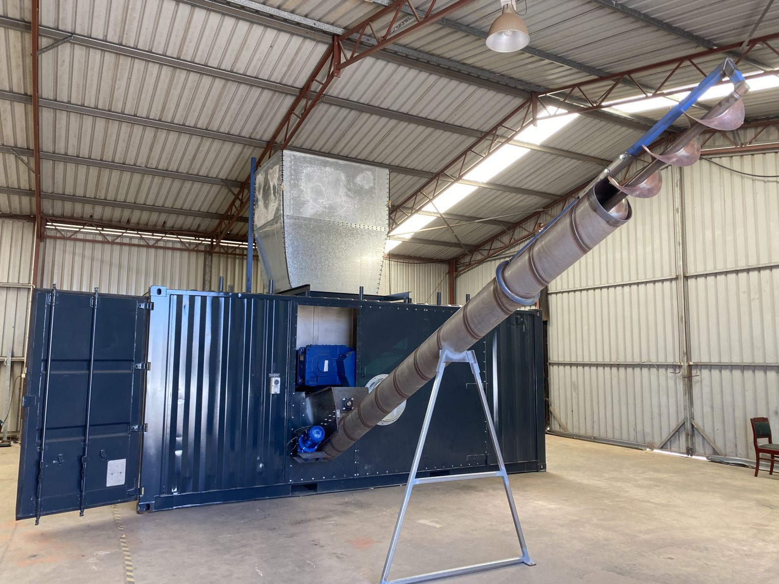 Sea Container with shredder abd discharge auger